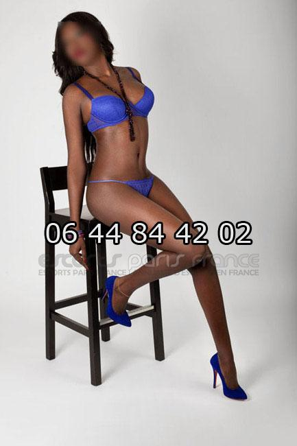 french lesbian paris escort annonces