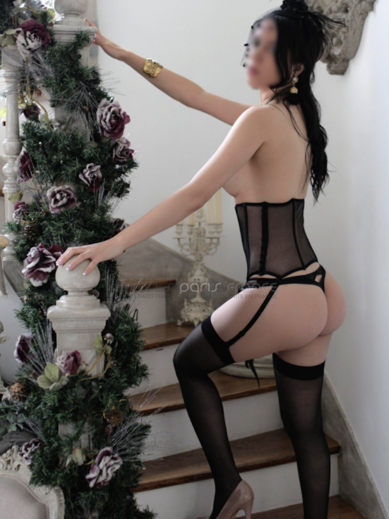 branlette en public escort paris girls